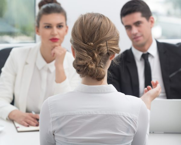 Your Complete Guide to Presenting Yourself During a Job Interview